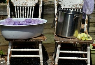 How to Choose Between Natural Dyes or Acid Dyes