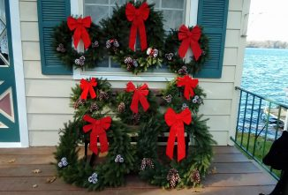 Creating An Evergreen Christmas Wreath